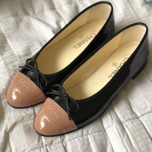 CHANEL Shoes - CHANEL patent ballerina flats